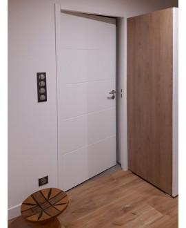Bloc-porte gravé âme alvéolaire prépeint Grav140 (4 rainures) profil à recouvrement joint confort intégré