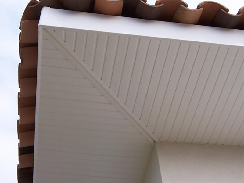 lambris pvc habillage passement de toit bois de. Black Bedroom Furniture Sets. Home Design Ideas